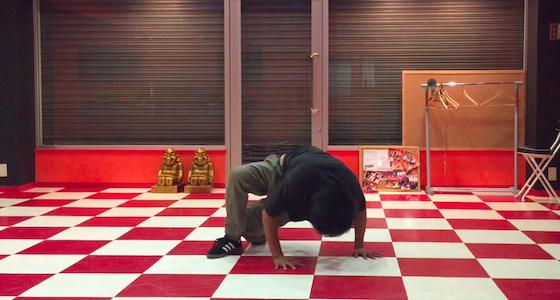 【エアムーブ】パワームーブの中では珍しい止まる技【やり方とコツを解説】
