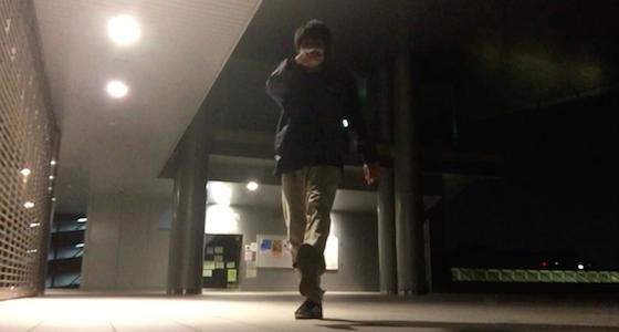 ツイストの蹴り はじめに片脚を前に蹴り出します。    <h3></noscript>2.地面に着く脚を入れ替える</h3> <p><img src=